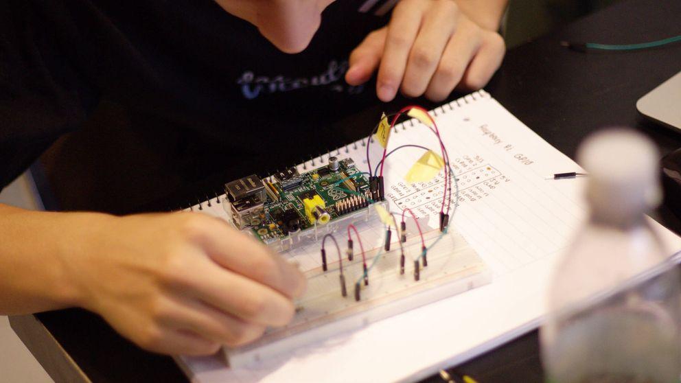 Cómo fabricar tu propio altavoz inteligente y otros 'gadgets' sin casi saber de informática