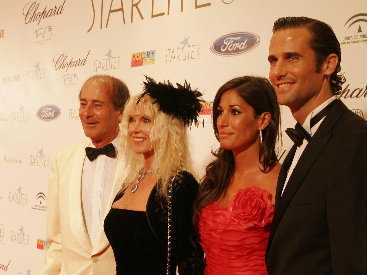Foto:  Francisco Ortiz von Bismarck (derecha), junto a su familia en Marbella. (Getty)