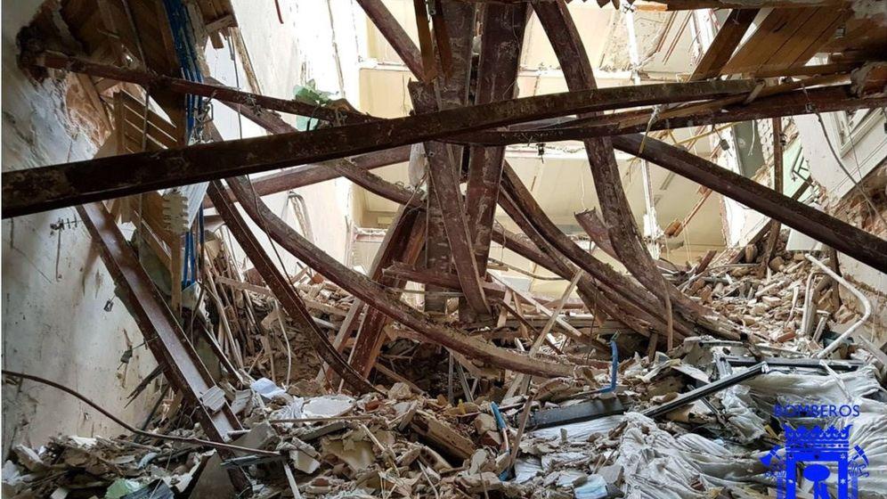 Foto: Escombros tras el derrumbe del edificio en la calle General Martínez Campos. (EFE)