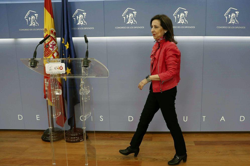 Foto: Margarita Robles, a su llegada a la rueda de prensa en el Congreso, este 13 de febrero. (EFE)
