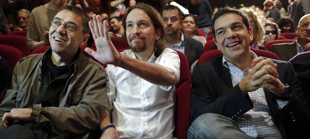 Foto: Juan Carlos Monedero y Pablo Iglesias, junto al líder de Syriza, Alexis Tsipras (Reuters)