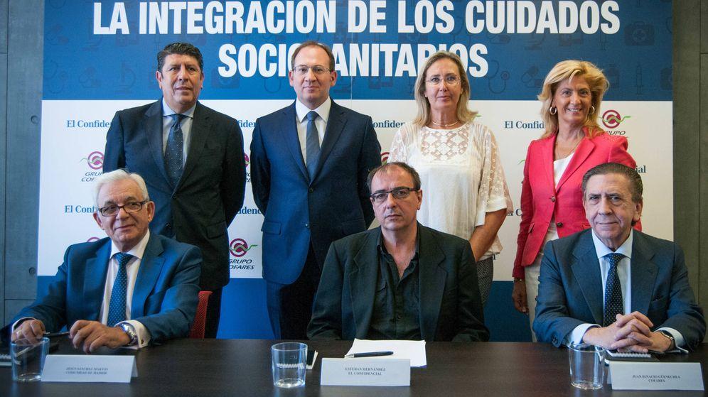 Foto: Mesa organizada por El Confidencial y Cofares: 'La integración de los cuidados sociosanitarios'. (Carmen Castellón)