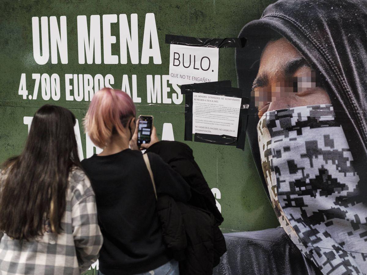 Renfe retirará el cartel de Vox contra los menas si la campaña se considera  delito