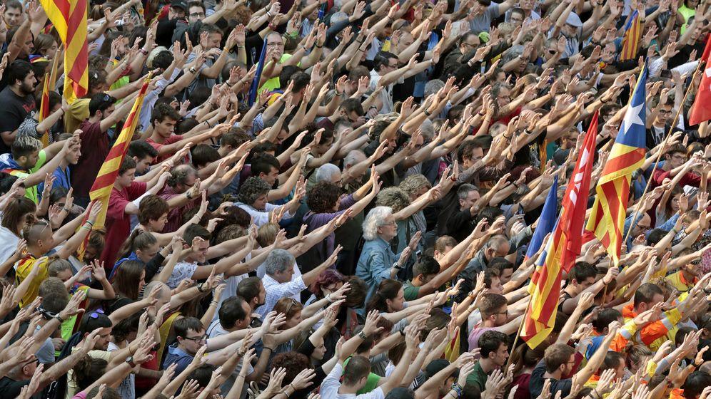 Foto: Manifestación contra las cargas del 1-O. (EFE)