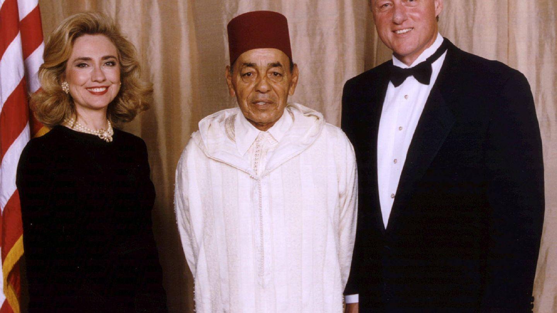 Hassan II, con el matrimonio Clinton. (Reuters)