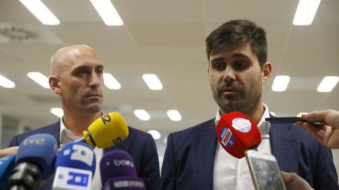 La guerra civil en AFE que desvela en qué manos (y dedos) está el fútbol español