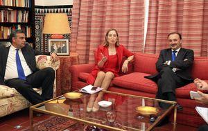Ana Pastor promueve al embajador en Panamá como presidente de Ineco