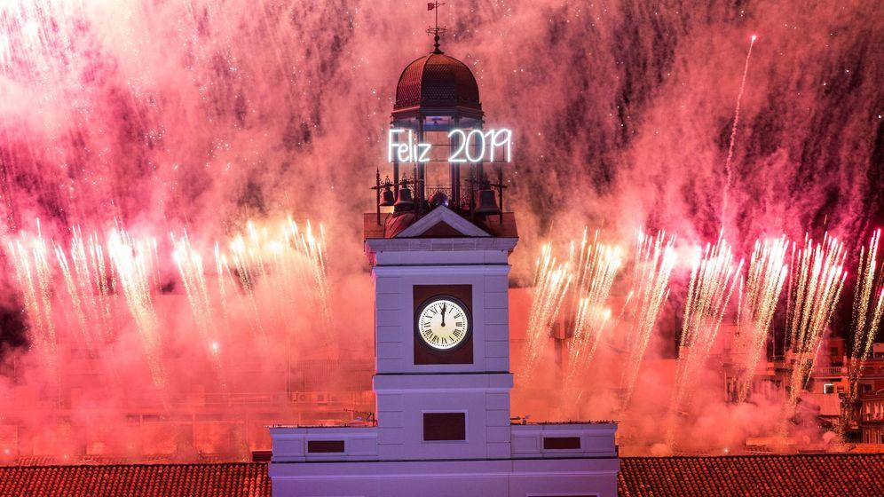 Foto: El reloj de la Puerta del Sol durante la celebración del año 2019 que ahora termina y, con él, también concluye la década. (EFE)