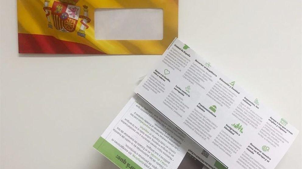 Correos, obligado a distribuir la propaganda de Vox con la bandera española