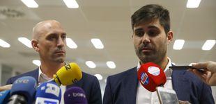 Post de La guerra civil en AFE que desvela en qué manos (y dedos) está el fútbol español