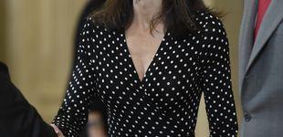 Post de Letizia presume de cinturita con un vestido de lunares para recibir a los Hispanos