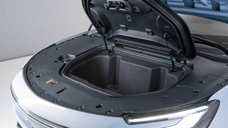Las versiones de propulsión trasera tienen un maletero delante de 150 litros adicionales.