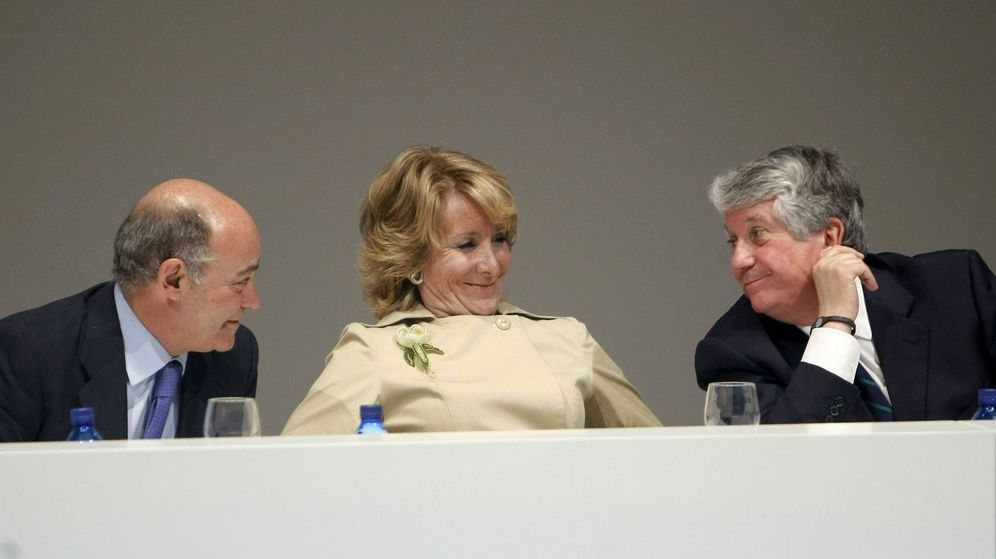 Foto: Gerardo Díaz Ferrán (a la izquierda), con Esperanza Aguirre y Arturo Fernández. (EFE)