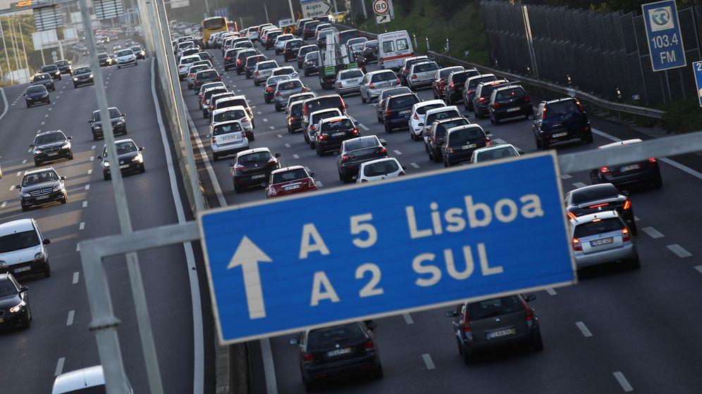 Foto: Atasco de tráfico en una autopista a la entrada de Lisboa, en febrero de 2012. (Reuters)