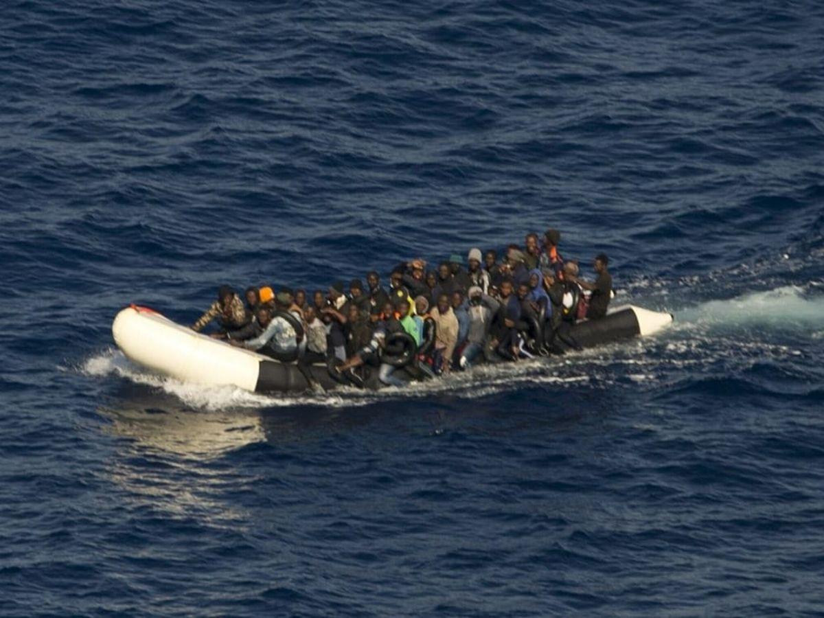Foto: El 12 de agosto, dos 'gomas' fueron rescatadas de camino a Fuerteventura. (EFE)