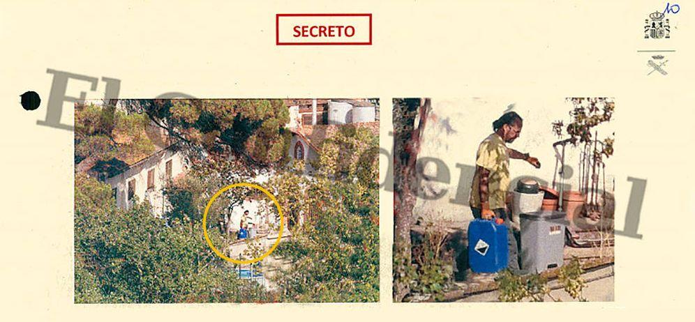 Foto: Jordi Ros transporta una garrafa azul en su vivienda familiar. (Imagen: EC)