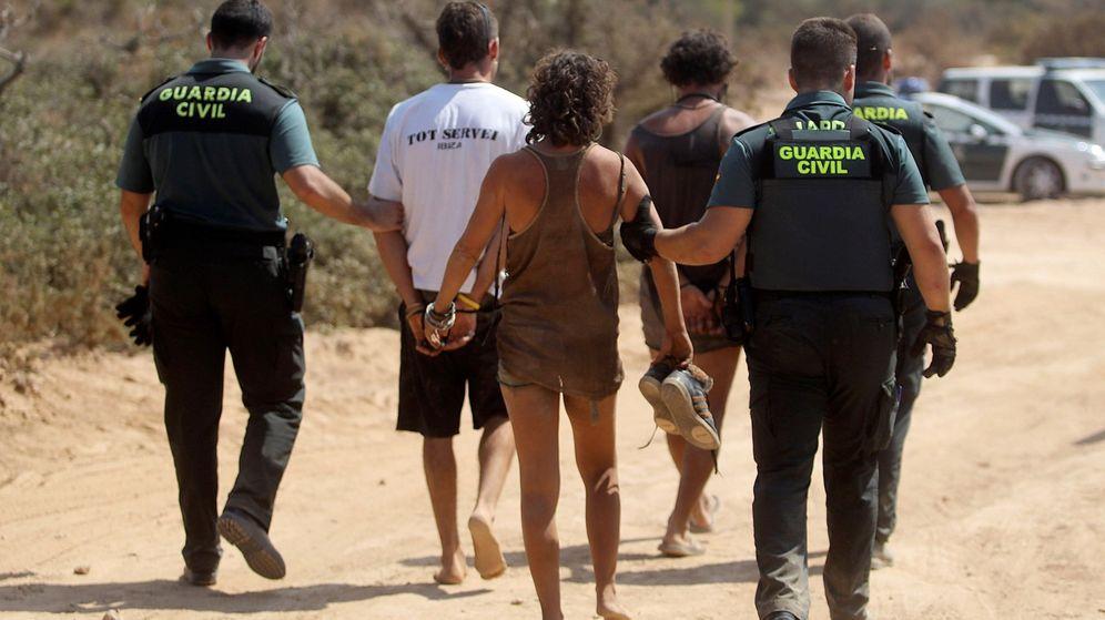 Foto: Cuatro heridos y 73 detenidos en una fiesta ilegal en Ibiza. (Efe)