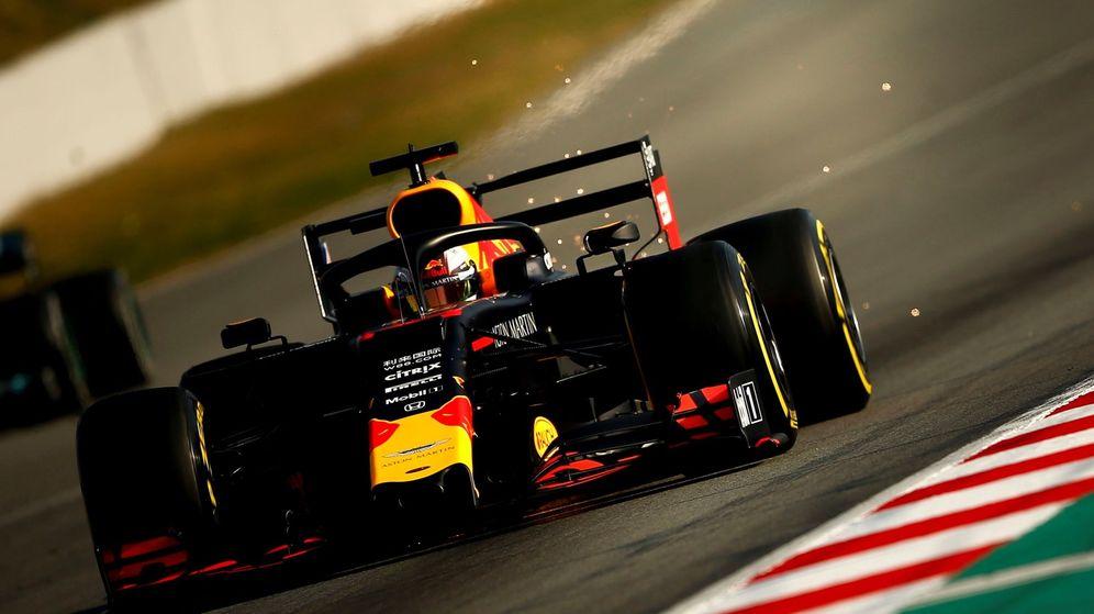 Foto: El Red Bull durante los entrenamientos de pretemporada en Montmeló. (EFE)