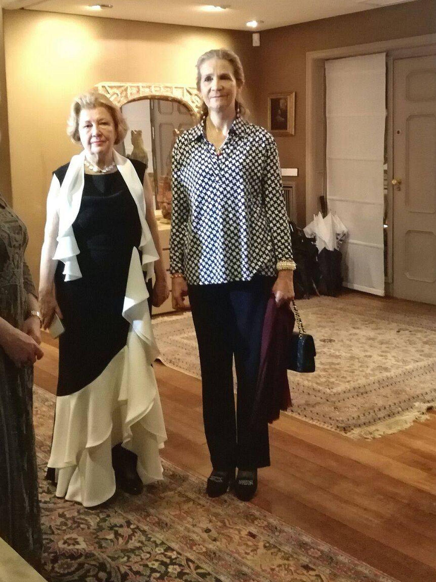 Doña Elena junto a Mayte Spinola. (VA)