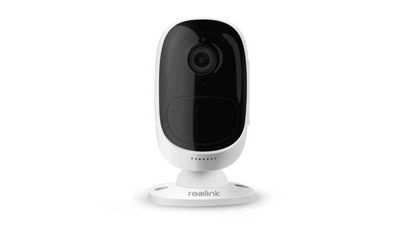 Una opción tanto para interior como para exterior es la cámara Reolink Argus 2 (Imagen: Amazon)