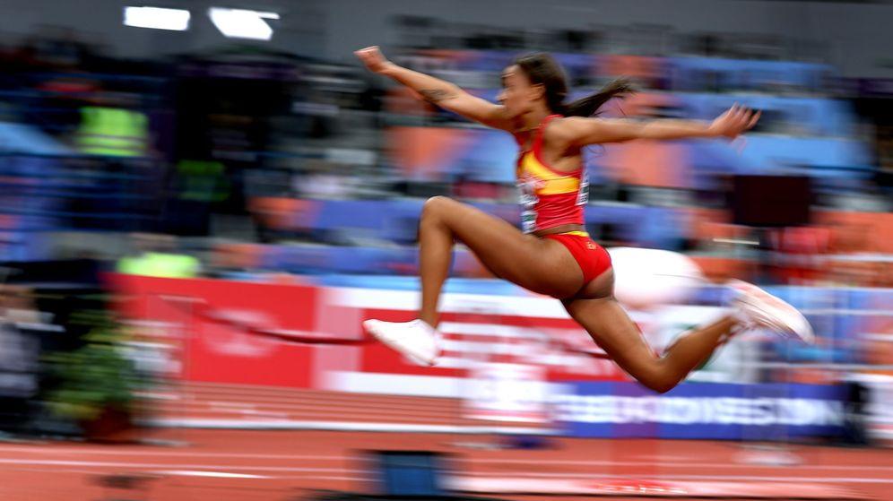 Foto: Ana Peleteiro, en uno de sus saltos en Belgrado. (EFE)
