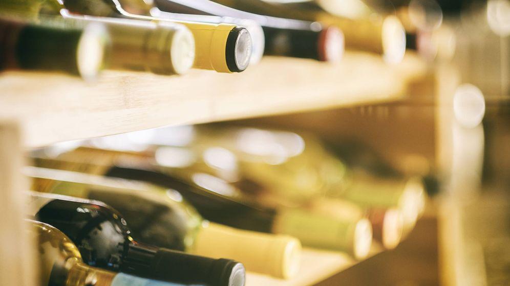 Foto: Vinos en su botellero. (iStock)