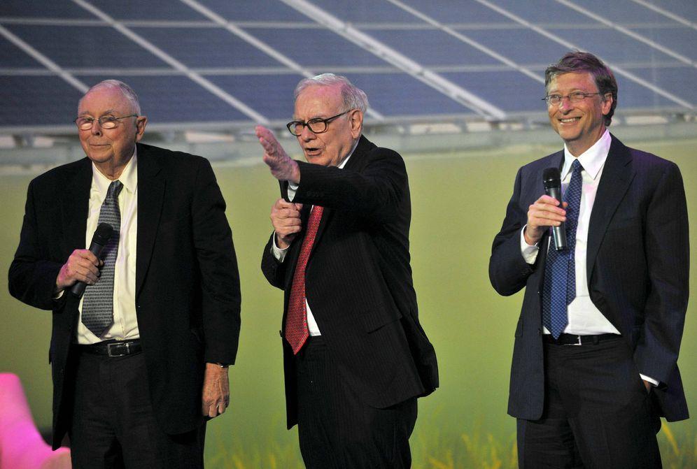 Foto: Charles Munger, Warren Buffett y Bill Gates, tres de los hombres más ricos del mundo. (EFE)