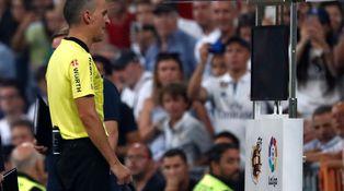 El VAR no evita las polémicas ni hace el fútbol más justo