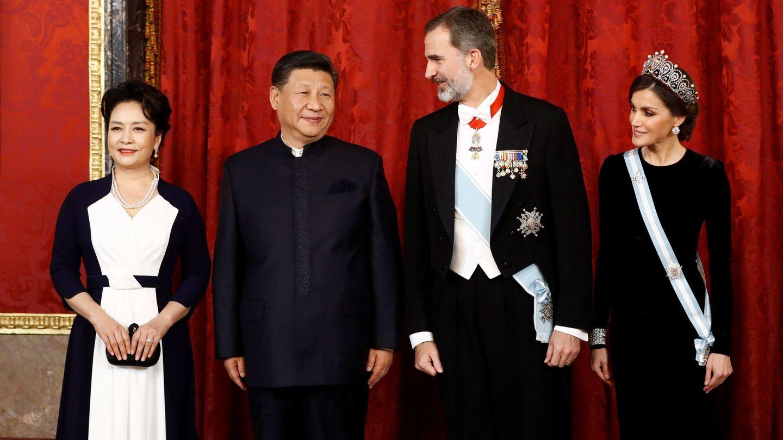 Los Reyes con el presidente chino, Xi Jinping, y su esposa, Peng Liyuan, el 28 de noviembre. (EFE)