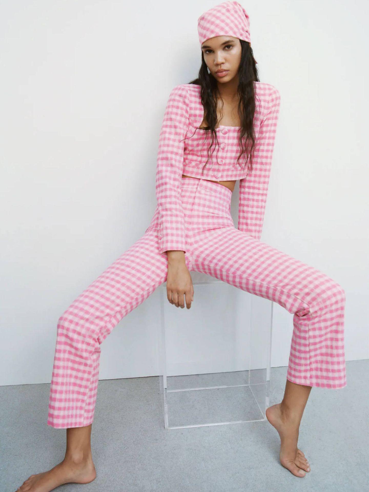Pantalones de cuadros vichy de Zara. (Cortesía)