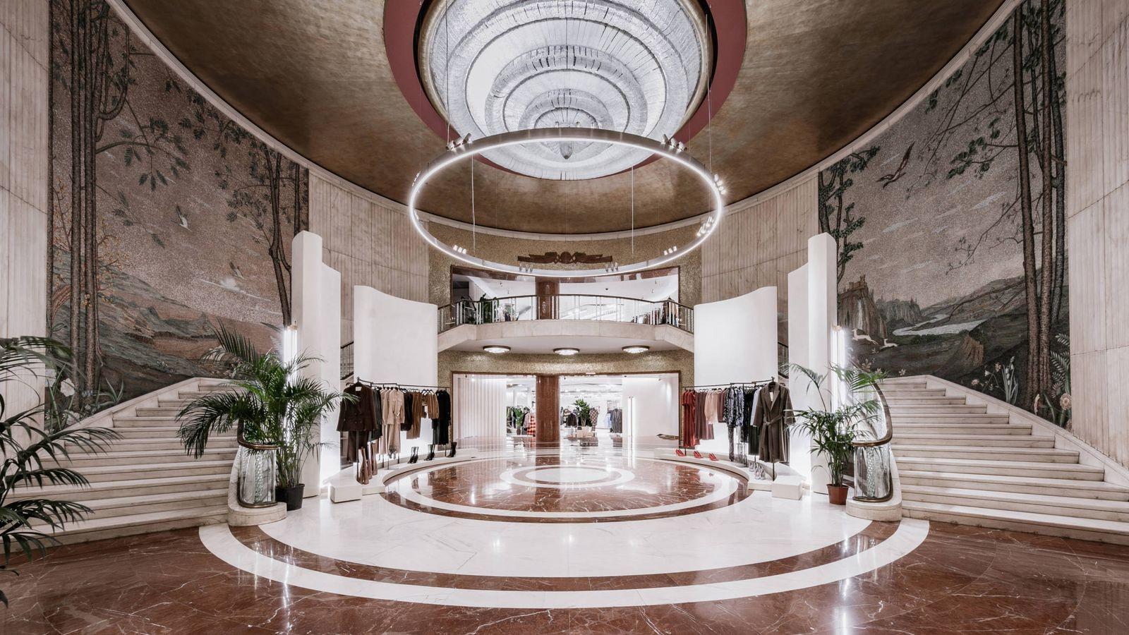 Foto: Imagen del atrio del extinto cine Astra, hoy renovada e hipertecnológica tienda de Zara en Milán. (Imagen: Cortesía de la marca)