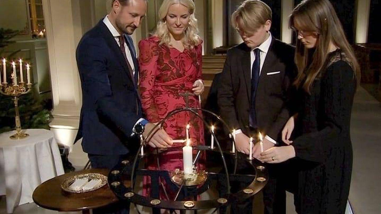 Los príncipes Haakon y Mette-Marit, junto a sus dos hijos, Ingrid Alexandra y Sverre Magnus. (Instagram @detnorskekongehus)