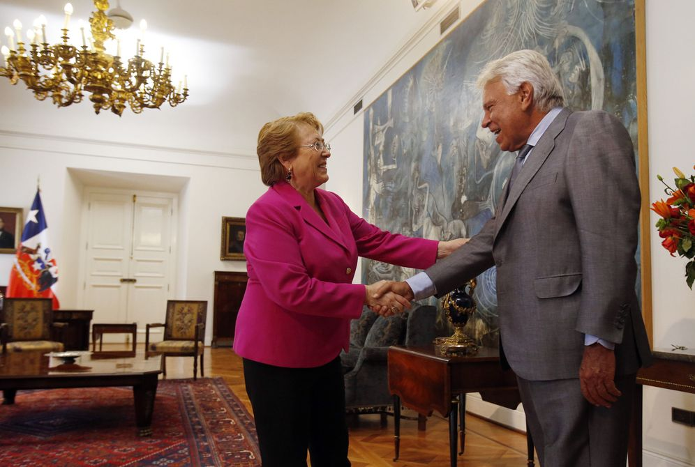 Foto: La presidenta chilena, Michelle Bachelet, recibe al expresidente socialista Felipe González, este 9 de septiembre en Santiago de Chile. (EFE)