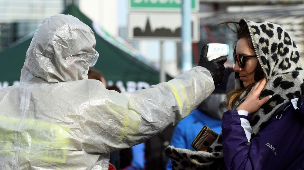 Foto: Controles sanitarios en la frontera entre Polonia y Alemania. (Reuters)