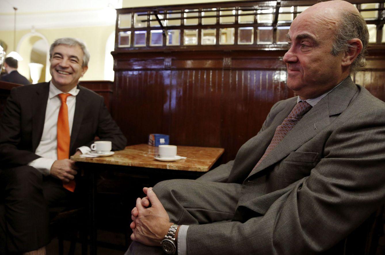 Foto: Reunión entre Luis Garicano y Luis de Guindos. (Sergio Barrenechea / Efe)