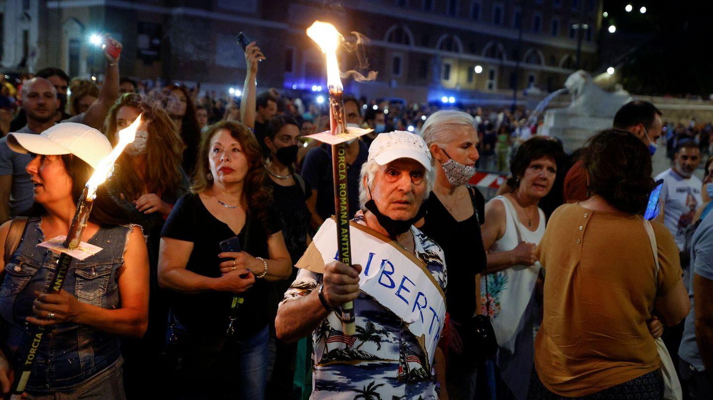 Protestas contra el certificado covid en Roma. (Reuters)
