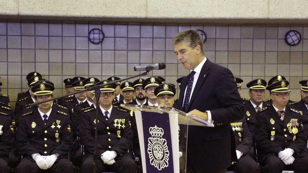 Foto: Ignacio Cosidó en la Escuela Nacional de Policía de Ávila. (EFE)