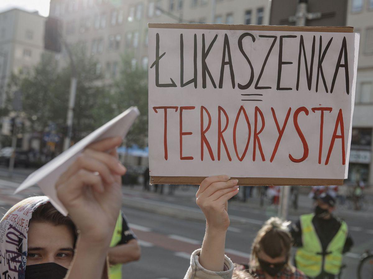 Foto: Protestas contra Lukashenko en Polonia. (Reuters)