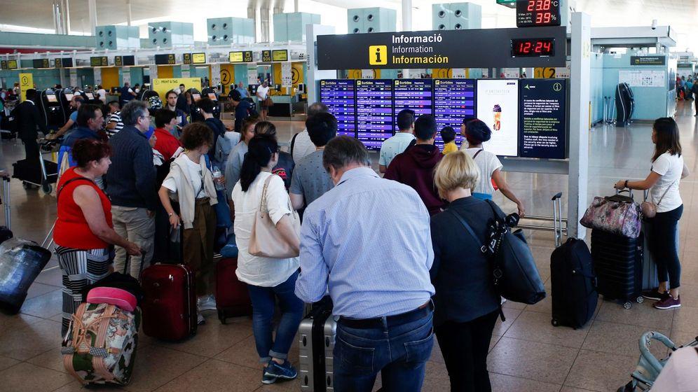 Foto: Cancelados 55 vuelos en el Aeropuerto de Barcelona por la huelga independentista. (EFE)