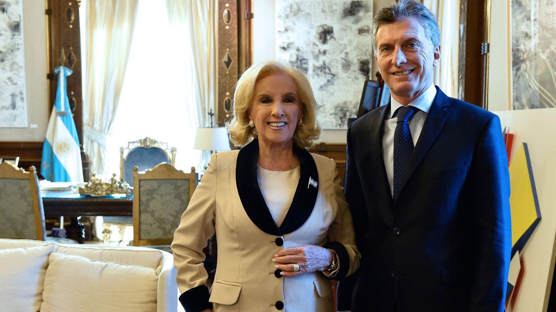 Mirtha Legrand, con Mauricio Macri. (EFE)