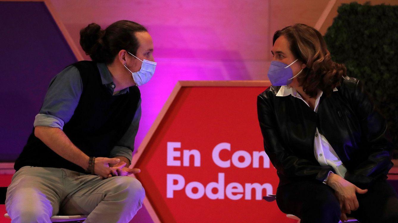 Foto: El vicepresidente segundo del Gobierno y líder de Podemos, Pablo Iglesias (i), junto a la alcaldesa de Barcelona, Ada Colau. (EFE)