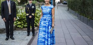 Post de Azul y blanco: la combinación que eligen Victoria, Magdalena y Sofía de Suecia