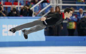 Javier Fernández pasa a la final de patinaje después de un día difícil