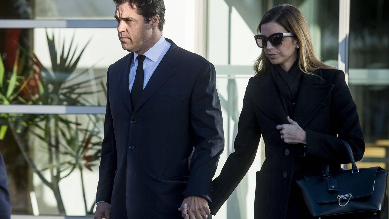 Luis Alfonso de Borbón y Margarita Vargas, en el último adiós a Carmen Franco. (EFE)