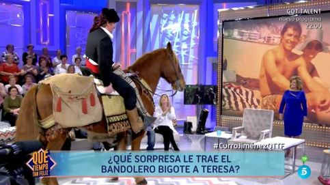 Bigote Arrocet entra a caballo al plató de 'QTTF' homenajeando a 'Curro Jiménez'