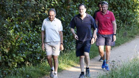 Rajoy regresa a Galicia y vuelve a hacer senderismo con el marido de Pastor
