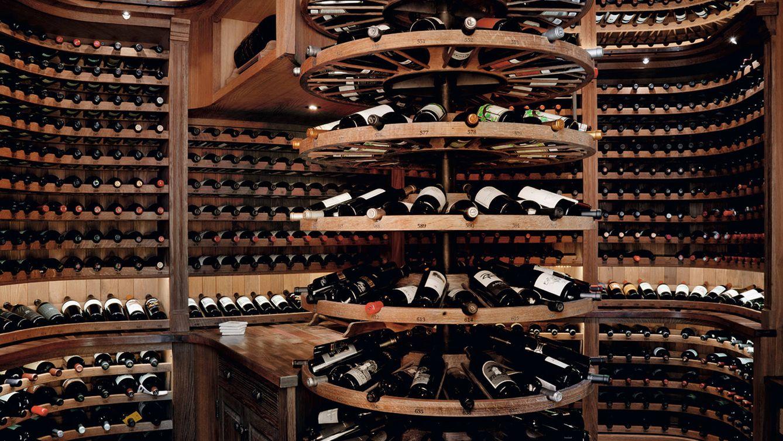 Foto: La Clark Room, proyecto de la compañía norteamericana Sevanté, con una estantería de madera curvada.