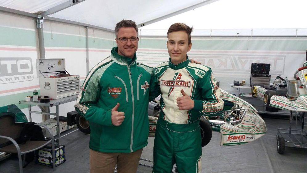 Foto: Ralf Schumacher con uno de sus pilotos. (Foto: Facebook.com/KSM-Schumacher-Motorsport)