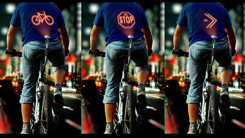 Este 'gadget' proyecta las maniobras de los ciclistas en su espalda