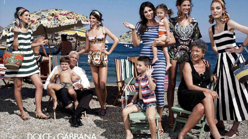 Foto: Cómo evitar males mayores en tus vacaciones familiares de septiembre. (Imagen: Dolce & Gabbana)